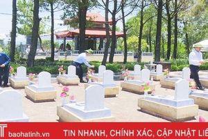 Đoàn đại biểu các địa phương Hà Tĩnh dâng hương tưởng nhớ các anh hùng liệt sỹ