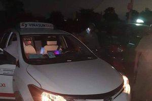 Kinh hoàng nam tài xế taxi đầy thương tích, nghi bị cắt cổ cướp tài sản trong đêm ở Long An