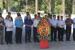 Lãnh đạo Bộ GTVT dâng hương tri ân các anh hùng liệt sỹ tại Quảng Trị