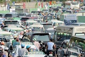 Giảm ùn tắc giao thông: Thu phí ô tô vào nội đô có khả thi?