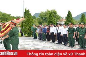 Chủ tịch UBND tỉnh dâng hương tại Nghĩa trang Liệt sĩ Quốc tế Đồng Tâm; thăm, tặng quà người có công tại huyện Bá Thước