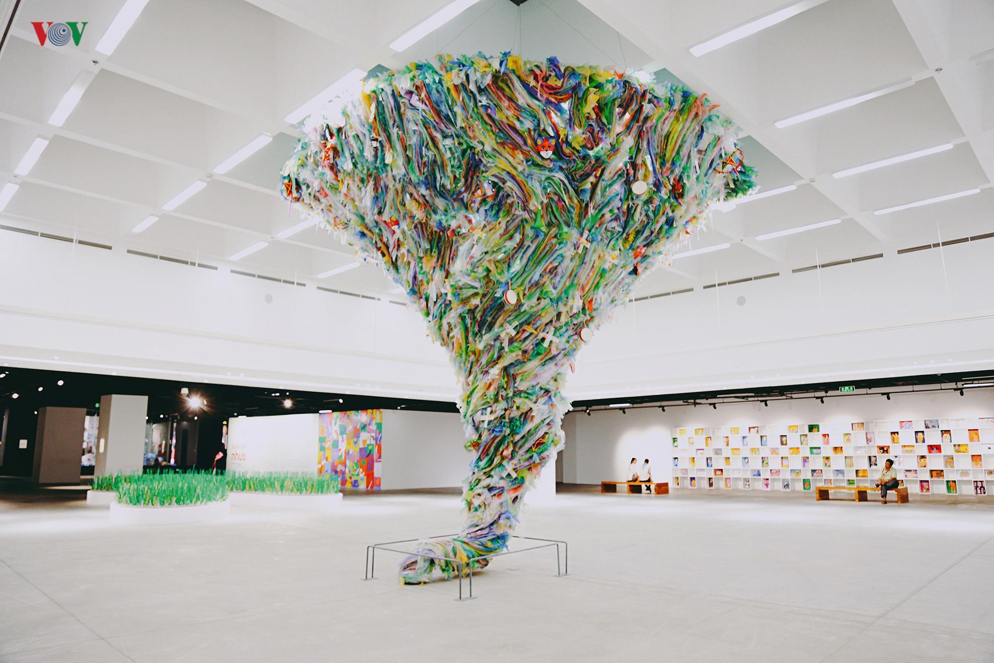 Ám ảnh những tác phẩm nghệ thuật từ rác thải nhựa