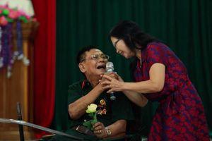 Xúc động buổi giao lưu thơ nhạc với thương bệnh binh nặng ở Nghệ An