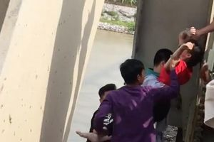 Bắc Ninh: Giải cứu cô gái trẻ định nhảy cầu tự tử nghi do mâu thuẫn tình cảm