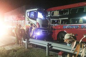 Tai nạn liên hoàn trong đêm, 1 người chết, 12 người bị thương