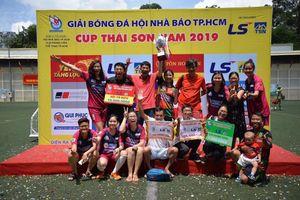 Đội nam và nữ Pháp Luật TP.HCM đạt 2 giải Fair Play