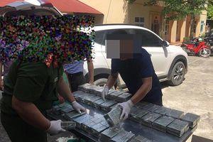 Phát hiện 100 bánh heroin trên xe ô tô Tucson