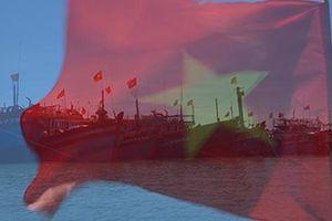 Cờ Tổ quốc tung bay trên đảo tiền tiêu Lý Sơn