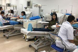 Đông đảo người dân tham gia hiến máu vì bệnh nhân ung thư