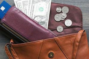 7 lỗi 'sai quá sai' khiến tiền ra như xả lũ, 3 đời sau vẫn nghèo
