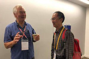 Tiến sĩ Lê Bá Khánh Trình hội ngộ người chấm giải đặc biệt cho mình sau 40 năm