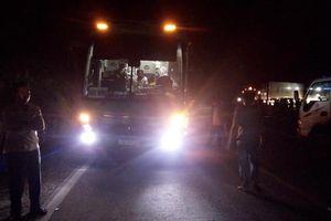 Điều tra vụ tai nạn xe máy va chạm với xe khách, 2 bé gái tử vong tại chỗ