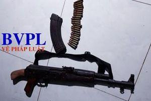 Dùng súng AK bắn bạn gái nguy kịch rồi tự sát