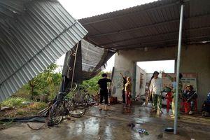 Nghệ An: Lốc xoáy làm tốc mái nhà dân