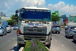 Đà Nẵng: Xe bồn 'điên' tông nát trụ điện, lao lên con lươn cầu Khuê Đông