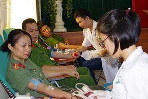 Chương trình 'Ấm tình quân dân' tại Hà Nam