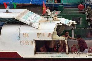 Tàu cá đâm ngang hông tàu cao tốc khiến 2 người bị thương