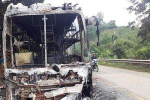 Kon Tum: 35 hành khách thoát chết trên đèo Lò Xo