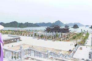 Huyên náo Tam Chúc - Bài 1: Dịch vụ ở ngôi chùa lớn nhất thế giới