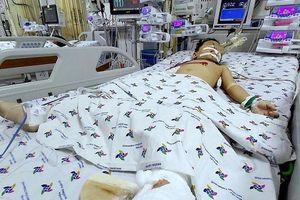 TP HCM: Trèo qua máy giặt ngoài ban công, bé trai 5 tuổi rơi từ tầng 12 chung cư xuống đất