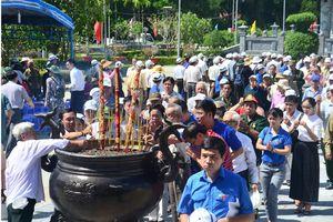 Bồi hồi thắp nén hương tri ân tại 'địa ngục trần gian' Côn Đảo