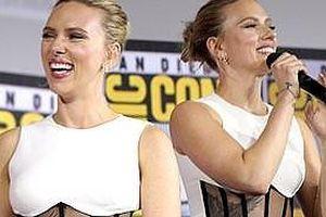Mỹ nữ gợi tình Scarlett Johansson lộ hình xăm lớn gần sát ngực