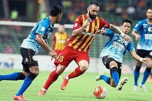 Cùng bảng với Việt Nam ở vòng loại World Cup, Malaysia nhập tịch 4 ngôi sao
