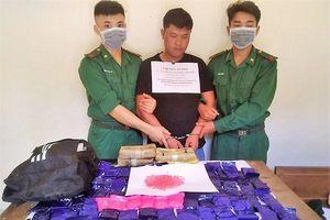 Bắt giữ đối tượng vận chuyển 24.000 viên ma túy tổng hợp từ Lào vào Việt Nam