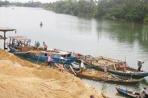 Khai thác cát, sỏi trái phép trong phạm vi bảo vệ công trình thủy lợi: Có thể bị phạt đến 50 triệu đồng