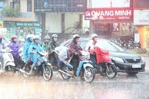 Hà Nội: Ngày nắng nóng, chiều tối có mưa giông kèm lốc gió giật mạnh