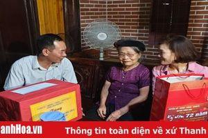 Bí thư Đảng ủy Khối cơ quan tỉnh thăm, tặng quà gia đình chính sách huyện Thiệu Hóa