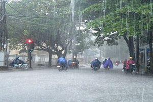 Dự báo thời tiết: Bắc bộ mưa giông mát mẻ, Trung bộ sẽ nắng nóng hết tháng 7