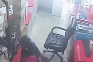 Những màn trộm đồ khó tin bị ghi lại trên camera