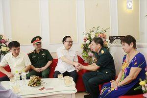 Bí thư Thành ủy Hoàng Trung Hải thăm, tặng quà gia đình chính sách