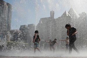 Nắng nóng thiêu đốt, dân Mỹ tìm mọi cách giải nhiệt
