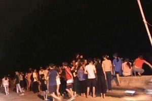 Thanh Hóa: Tàu cá bị nhấn chìm, 4 ngư dân thoát chết