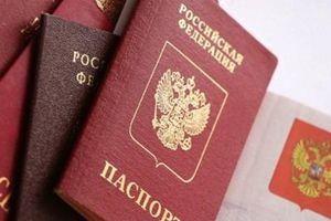 Ukraine sẽ đáp trả việc Nga cấp hộ chiếu cho người dân Donbass?