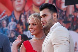 Rộ tin Britney Spears bí mật đính hôn với người tình kém 12 tuổi
