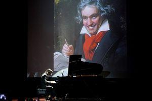 Học sinh trường Amsterdam diễn âm nhạc gây quỹ vì trẻ em khó khăn