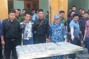 Bắt 4 đối tượng vận chuyển 100 bánh heroin