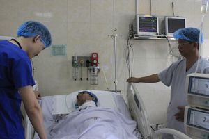 Nam bệnh nhân đứt lìa động mạch cổ được cứu sống