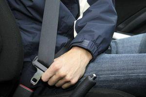 Ngồi trên ô tô không thắt dây an toàn bị phạt bao nhiêu tiền?