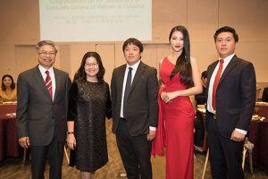 Váy dài lê thê lại xẻ quá cao, hoa hậu Phương Khánh xử trí thông minh nhận lời khen ngợi