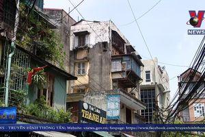 Chung cư cũ Hà Nội nằm chờ cải tạo