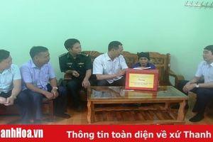 Bí thư Đảng ủy Khối cơ quan tỉnh thăm, tặng quà các gia đình chính sách huyện Quan Sơn và Lang Chánh