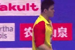 Sun Yang lớn tiếng, chặn đối thủ sau lễ trao huy chương