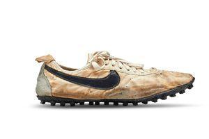 Đôi giày hiếm nhất thế giới được bán với giá hơn 437.000 USD