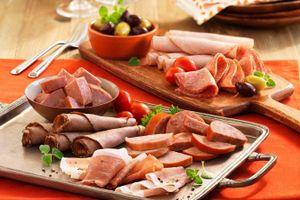 Xúc xích và 7 thực phẩm không được phép mang khi nhập cảnh Nhật Bản