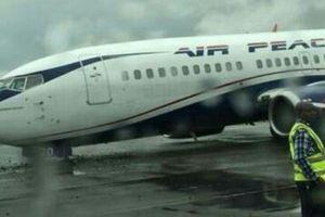 Trải nghiệm kinh hoàng trên máy bay Nigeria: 'Chúng tôi rơi từ trên trời xuống'