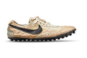 Ai đã chi 437.000 USD cho một đôi giày thể thao?